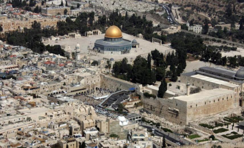 مستوطنون يعتدون على ممتلكات المواطنين بالبلدة القديمة مدينة القدس المحتلة