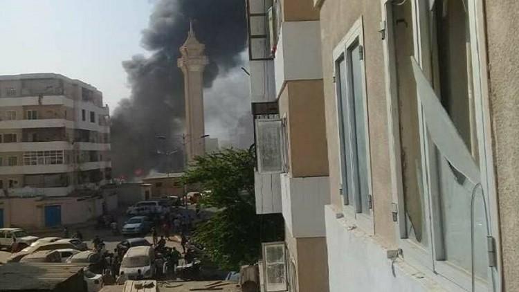 مقتل وإصابة 31 مجندا في تفجير انتحاري بسيارة مفخخة بمحافظة عدن المحتلة