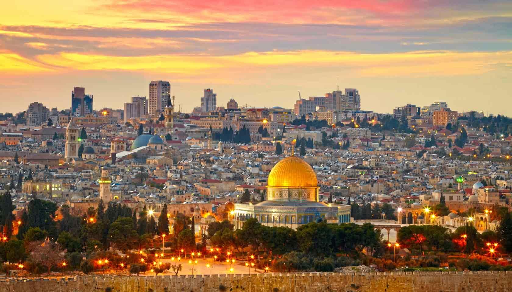 اضراب وغضب يعم الأراضي الفلسطينية