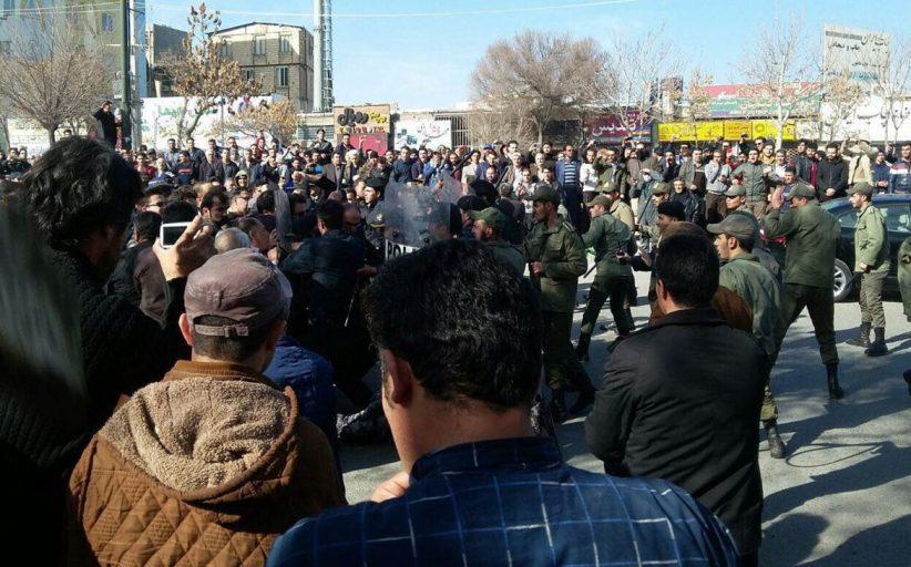 الإحتجاجات في إيران من وجهة نظر مراكز ابحاث امريكية